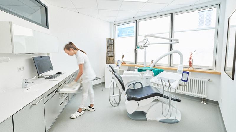 MKG Praxis Dr. Mark Elsässer / Friedrichshafen (Germania)